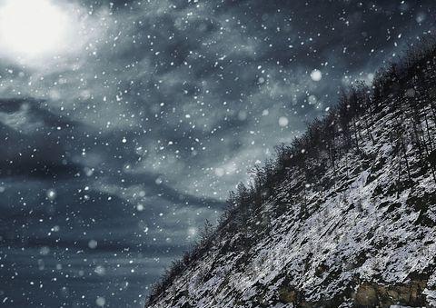анализ стихотворения белой ночью месяц красный